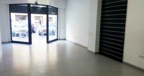 Semi-new commercial premise with garage for rent in Gaspar Aguilar avenue – Ref. A203