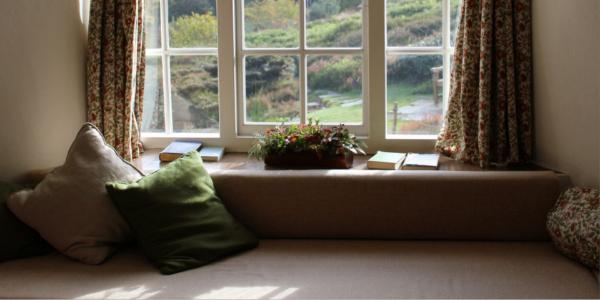Imagen post cómo elegir las telas para decorar con cojines y cortinas